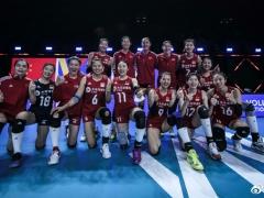 日本球迷惊叹中国女排太强了:与两周前判若两队,全面碾压世界第一