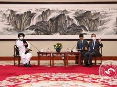 历史性的会谈,王毅会见塔利班负责人,提了三点,塔利班迅速回应